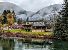Riverside Inn, Lake Cowichan (Honeymoon Bay yakınında)