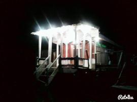 Houseboat Shamus Maqbool, Сринагар