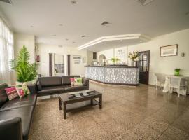 Hotel Oasis Familiar, Jerez de los Caballeros (Pozo Campo yakınında)