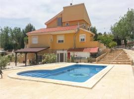 Five-Bedroom Holiday Home in Molina de Segura, Молина-де-Сегура