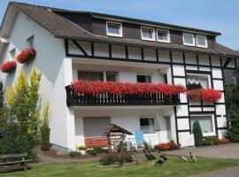 Haus am See - Pension und Ferienwohnung, Winterberg (Elkeringhausen yakınında)