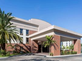 Days Inn & Suites by Wyndham Fort Myers Near JetBlue Park