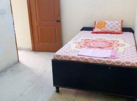 2 BHK Furnished Apartment near India Expo Mart, Great Noida, Большая Нойда (рядом с городом Manjhāoli)