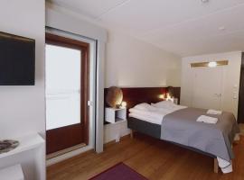 Hotel Arctic Zone, Рука