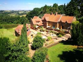 Heath Farm Holiday Cottages, Swerford (рядом с городом Hook Norton)
