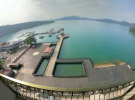 Ming Yue Hu Hotel