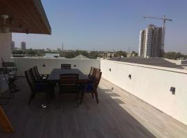 Beautiful mini penthouse near Tel Aviv, Naẖalat Yehuda (tuvumā vietai Rishon LeẔiyyon)