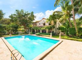 5 Bedroom Villa in Miami, Pool Fits 12 Guest!