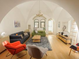 Art apartment in Yemin Moshe