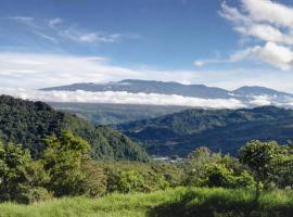 Finca Agropecuaria Queveri, Orosí (Tres de Junio yakınında)