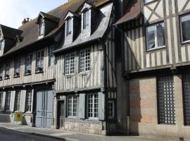 Maison 17ème - centre historique de Pont l'Evêque - 10 pers., Pont-l'Évêque