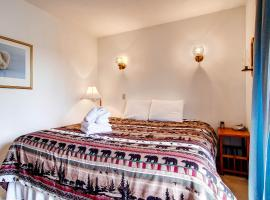 Cedar Rock Chalet Three-Bedroom Chalet, Stockbridge