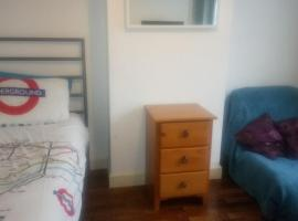 Homestay, Woodford Green
