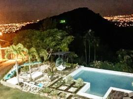 Relax Palace, Santiago de los Caballeros (Guayacanal yakınında)