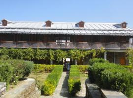 Kausani Best Inn, Kausani (рядом с городом Kapkot)
