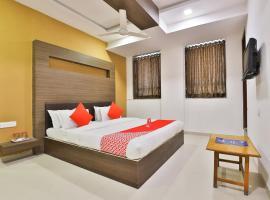 OYO 12800 Hotel VLEE, Gandhinagar (рядом с городом Adalaj)