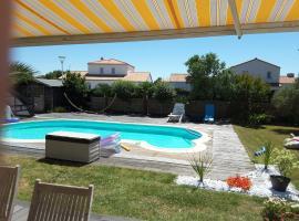 Villa avec piscine, Сен-Бревен-ле-Пен (рядом с городом Donges)