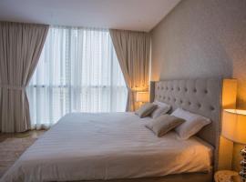 Deluxe Dubai Marina Balcony Three Bedroom Apartment