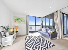 Train Station Super Convenient Bright Apartment Sydney Tower View, Sidney (North Ryde yakınında)