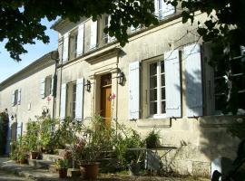 Chambres d'Hôtes - Les Bujours, Saint-Georges-des-Côteaux (рядом с городом La Clisse)