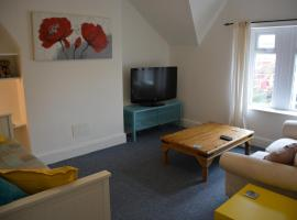 Cardiff Loft Flat 1 Bed + Sofa Bed. Easy parking. Newly redecorated, comfy, like home.