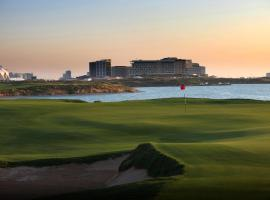 Radisson Blu Hotel, Abu Dhabi Yas Island, Abu Dabi (Al Shahamah yakınında)