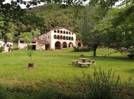 El Molí d'en Solà (Allotjament Golfes Est), La Vall de Bianya (рядом с городом Riudaura)