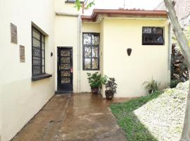 Your home away from home - cosy annex with privacy, Bukavu (рядом с регионом Kamembe)