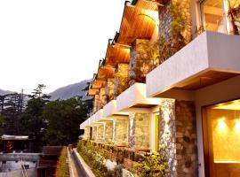 Season Hotel