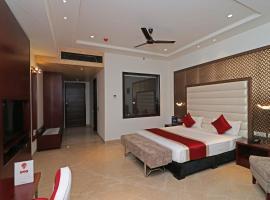 OYO 12464 Hotel C Pearls, Нью-Дели (рядом с городом Bahādurgarh)