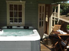 The Snug With Hot Tub, Fylingthorpe