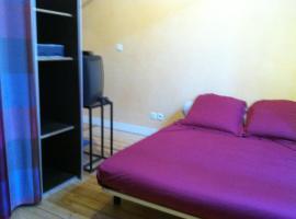 Chambre chez l'habitant dans F4 au centre de Langon, Лангон (рядом с городом Verdelais)