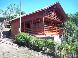 Hermosa Casa de Madera, Pacto (Galápagos yakınında)