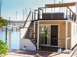 Marina Luxury Houseboat Lavender