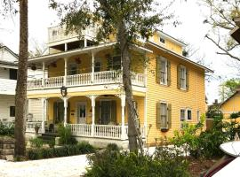 Historic Luxury Two Bedroom Apartment