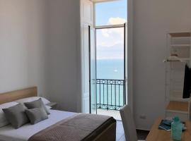 Lux, Napoli (Posillipo yakınında)