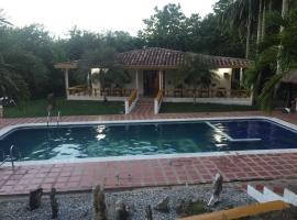 Finca La Sarca, Doradal (Las Mercedes yakınında)