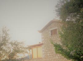 Menina Farm - Traditional stones country houses to rent, Káto Karvélion (рядом с городом Alagonía)