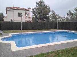 Three-Bedroom Holiday Home in Mont-Roig del Camp, Les Planes del Rei