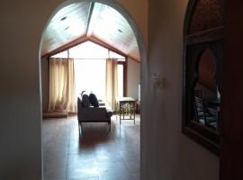 Charming 2 bedroom furnished apartment with easy access, Mashobra