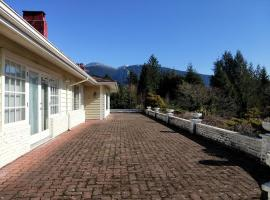 3BR/2.5BA BEAUTIFUL HOUSE, West Vancouver