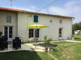 Tess Cottage, Brie-sous-Mortagne (рядом с городом Бутенак)