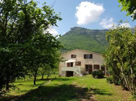 Maison au calme proche mer montagne, Турет-сюр-Лу (рядом с городом Pont du Loup)
