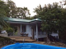 Villa Lorena, Quepos (Puerto Quepos yakınında)