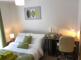 Beautiful Ensuite Double Bedroom, Борехамвуд (рядом с городом Radlett)