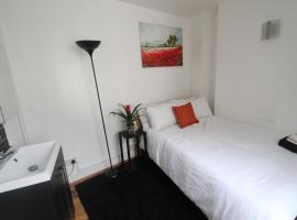Quirky double room in Oxford street, Soho 2FL
