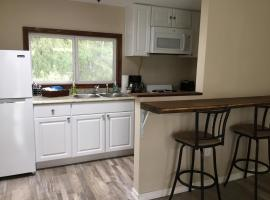 Strawberry Creek Cabin – 5 Mins From the Beach!