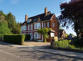 Anand Lodge, Ройал-Танбридж-Уэльс (рядом с городом Pembury)