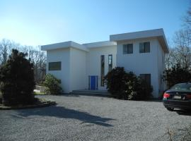 Large Open Space, Pool, Pets Welcome, East Hampton