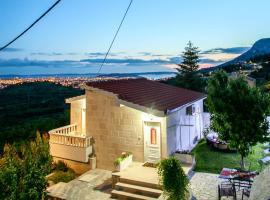 Holiday House Lira, Klis